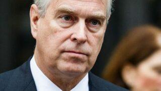 Принц Чарльз считает скандал его брата Эндрю, связанный с педофилией, нерешаемым-320x180