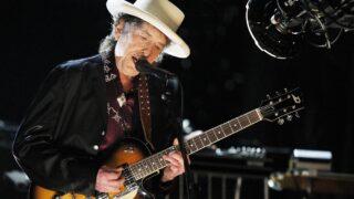 Культового музыканта Боба Дилана обвиняют в изнасиловании ребенка-320x180