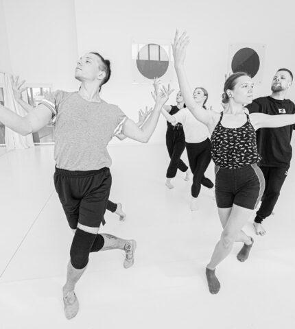 У Києві вперше покажуть танцювальну виставу ARKAN, у якій візьмуть участь і глядачі-430x480