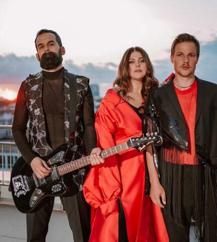 Гурт KAZKA презентували нову пісню, що стала головним саундтреком до серіалу «Моя улюблена Страшко»-430x480