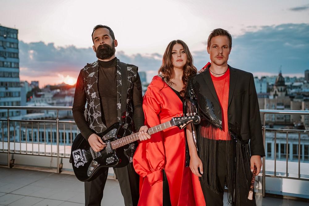 Гурт KAZKA презентували нову пісню, що стала головним саундтреком до серіалу «Моя улюблена Страшко»-Фото 2
