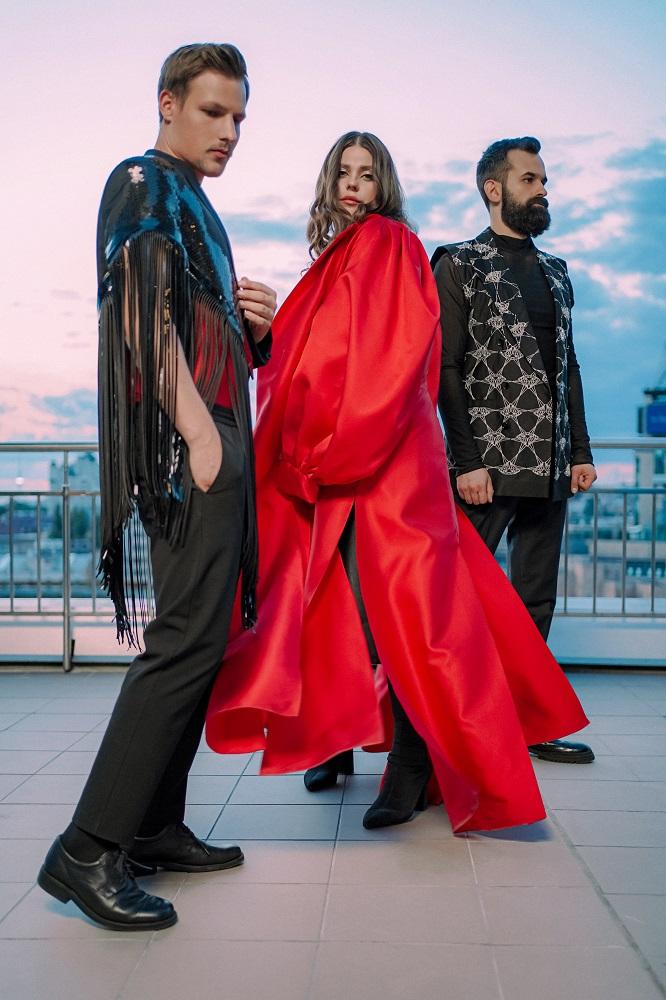 Гурт KAZKA презентували нову пісню, що стала головним саундтреком до серіалу «Моя улюблена Страшко»-Фото 3