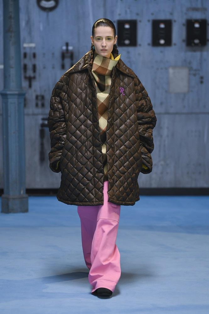 По гендерному признаку: 10 актуальных трендов брючной моды осень-зима 2021/22-Фото 9