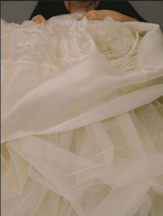 Произведение искусства: Кристен Стюарт в платье от Chanel на постере фильма «Спенсер» Пабло Ларраина-Фото 4