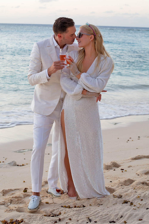 10 платьев для невесты: Пэрис Хилтон рассказала о своих свадебных планах-Фото 2
