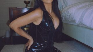 КортниКардашьянпримерила образ Бритни Спирс с церемонии VMA 2001 года-320x180