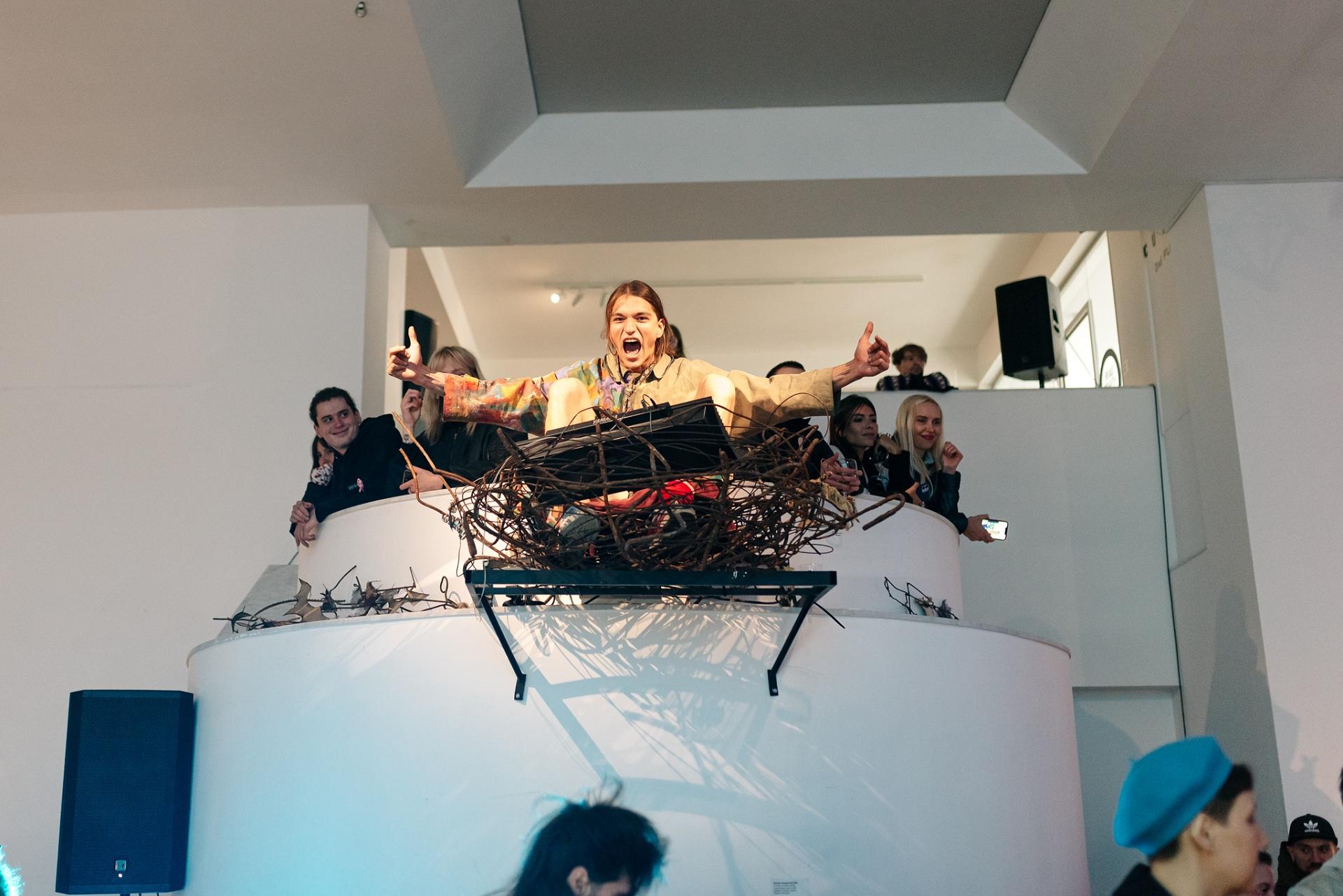 У Центрі сучасного мистецтва М17 відкрилася виставка «На акваторії заводу купатися було заборонено»-Фото 3
