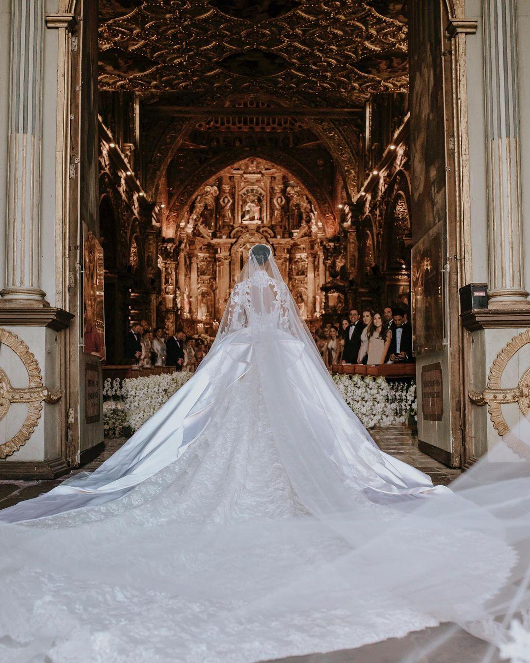 """""""Ангел"""" Victoria's Secret ЖасминТуксвышла замуж в платье отZuhairMurad-Фото 6"""