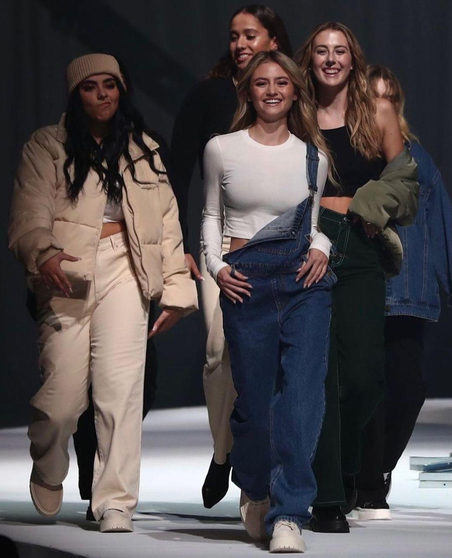 По маминым стопам: Дочка Хайди Клум презентовала собственную коллекцию одежды и сама поучаствовала в показе-Фото 1