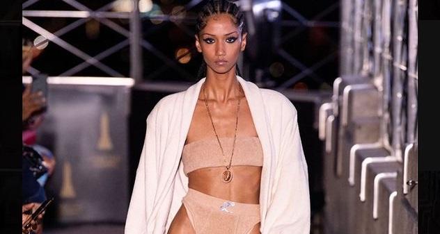 Взгляд в будущее: Лучшие бьюти-образы с Нью-Йоркской недели моды 2021-Фото 9