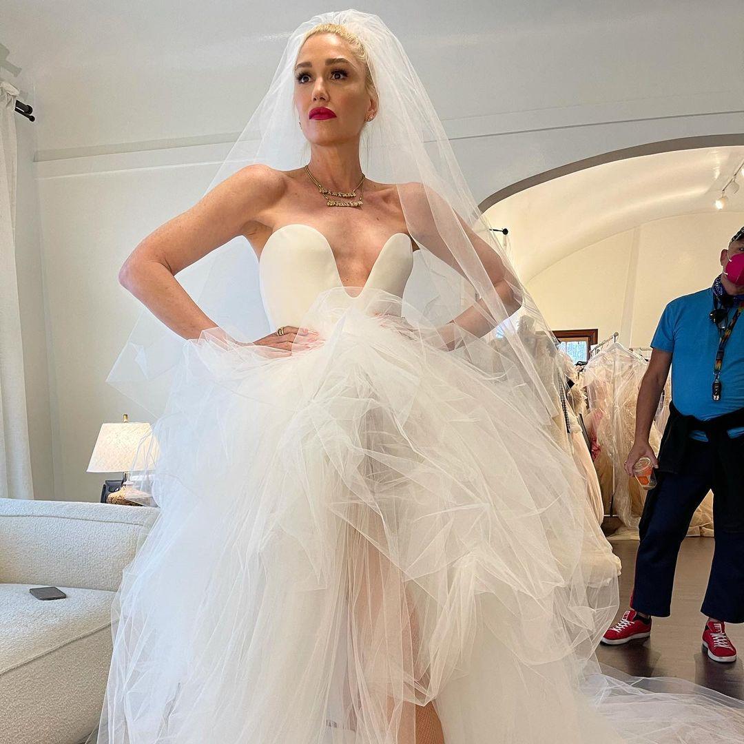 Гвен Стефани показала, как проходила примерка ее свадебного платья-Фото 1