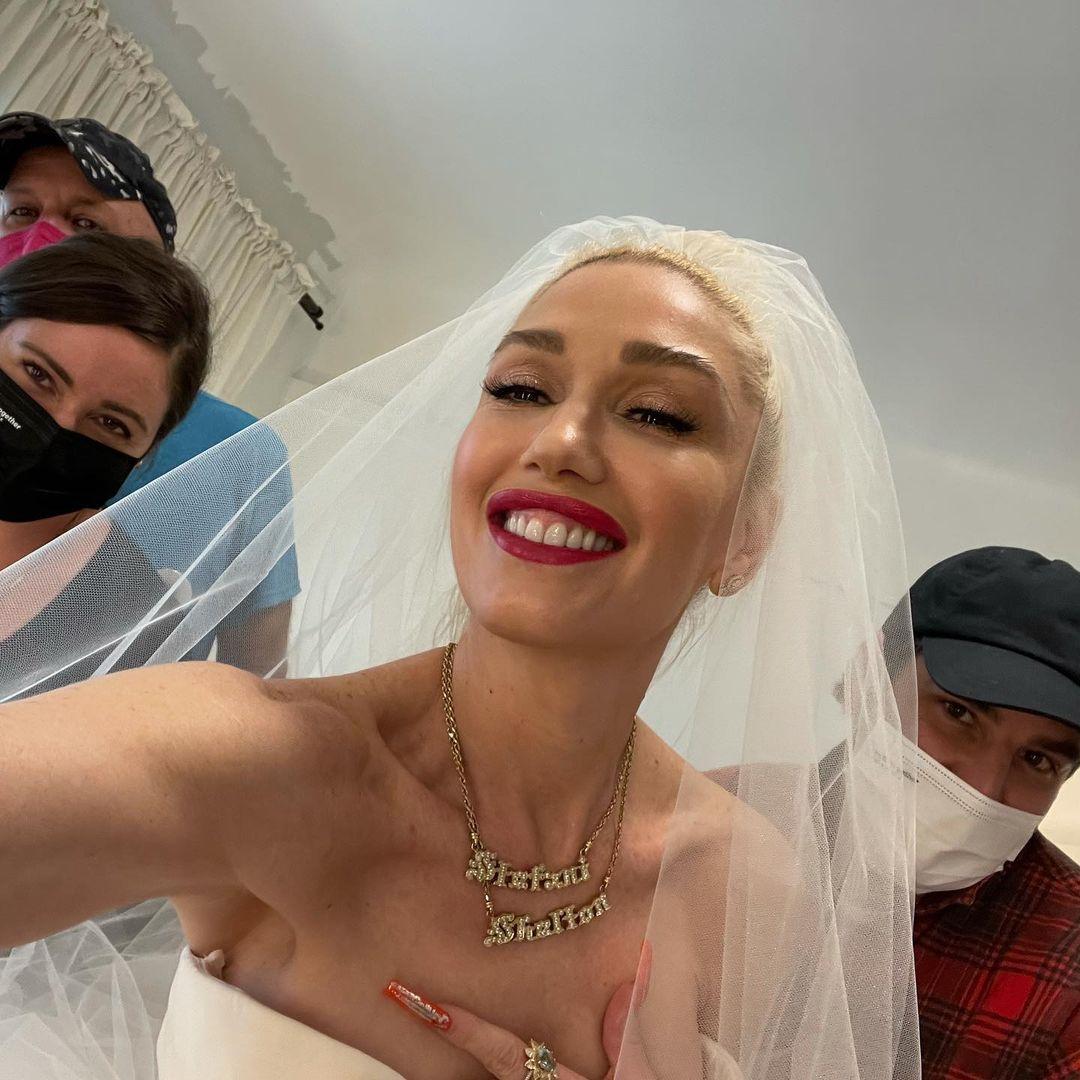 Гвен Стефани показала, как проходила примерка ее свадебного платья-Фото 2