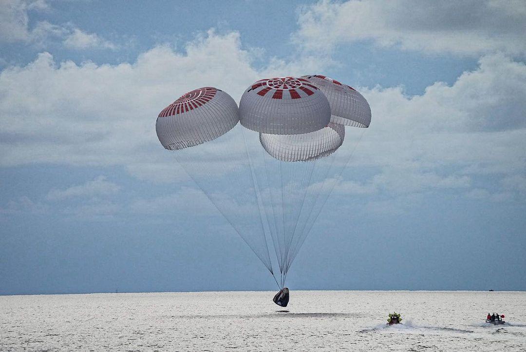 Космос всем: Как прошел первый полет туристической миссии Илона Маска-Фото 1