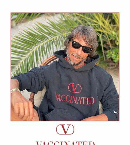 Бренд Valentino представил лимитированное худи в поддержку вакцинации от Covid-19-430x480