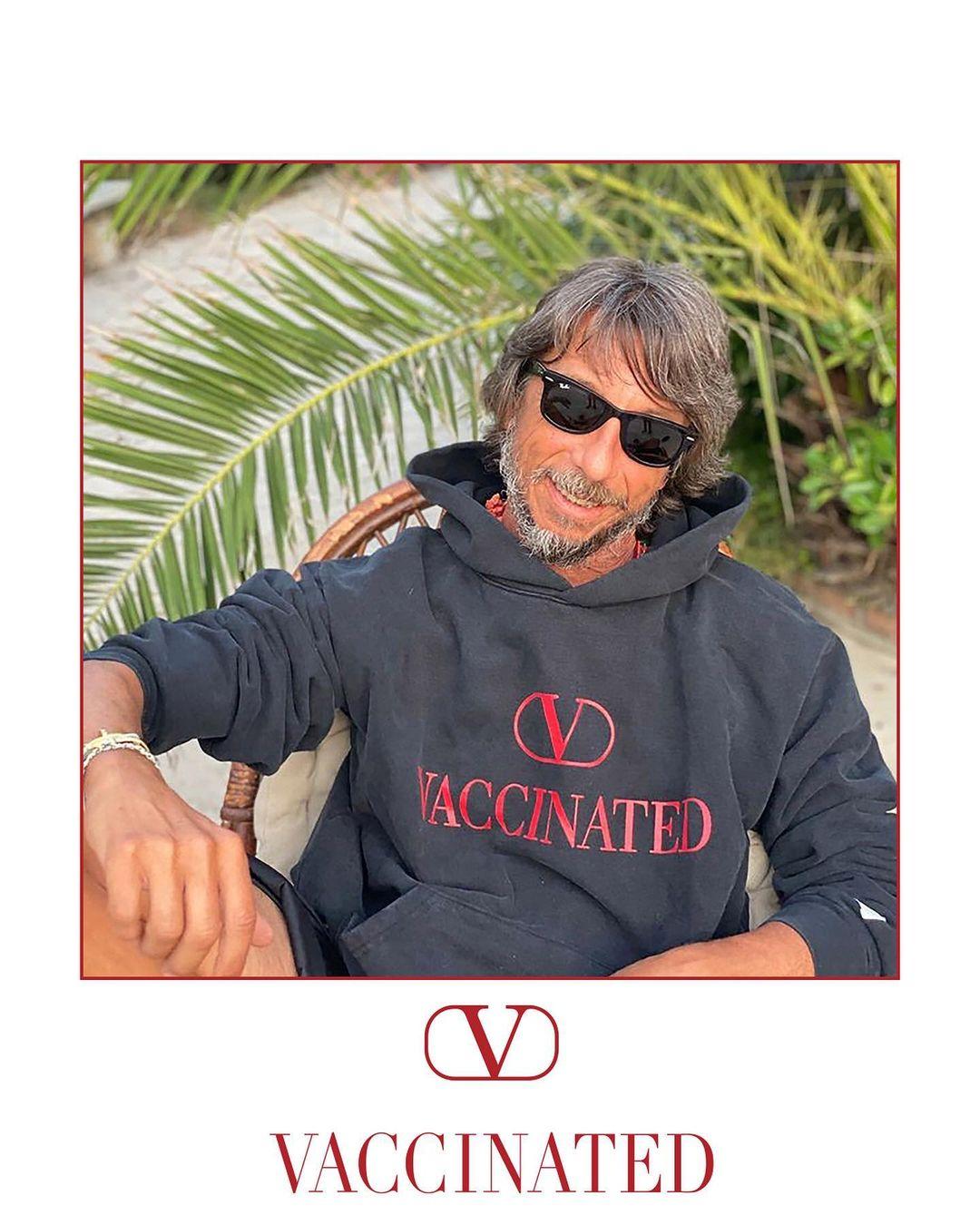 Бренд Valentino представил лимитированное худи в поддержку вакцинации от Covid-19-Фото 1
