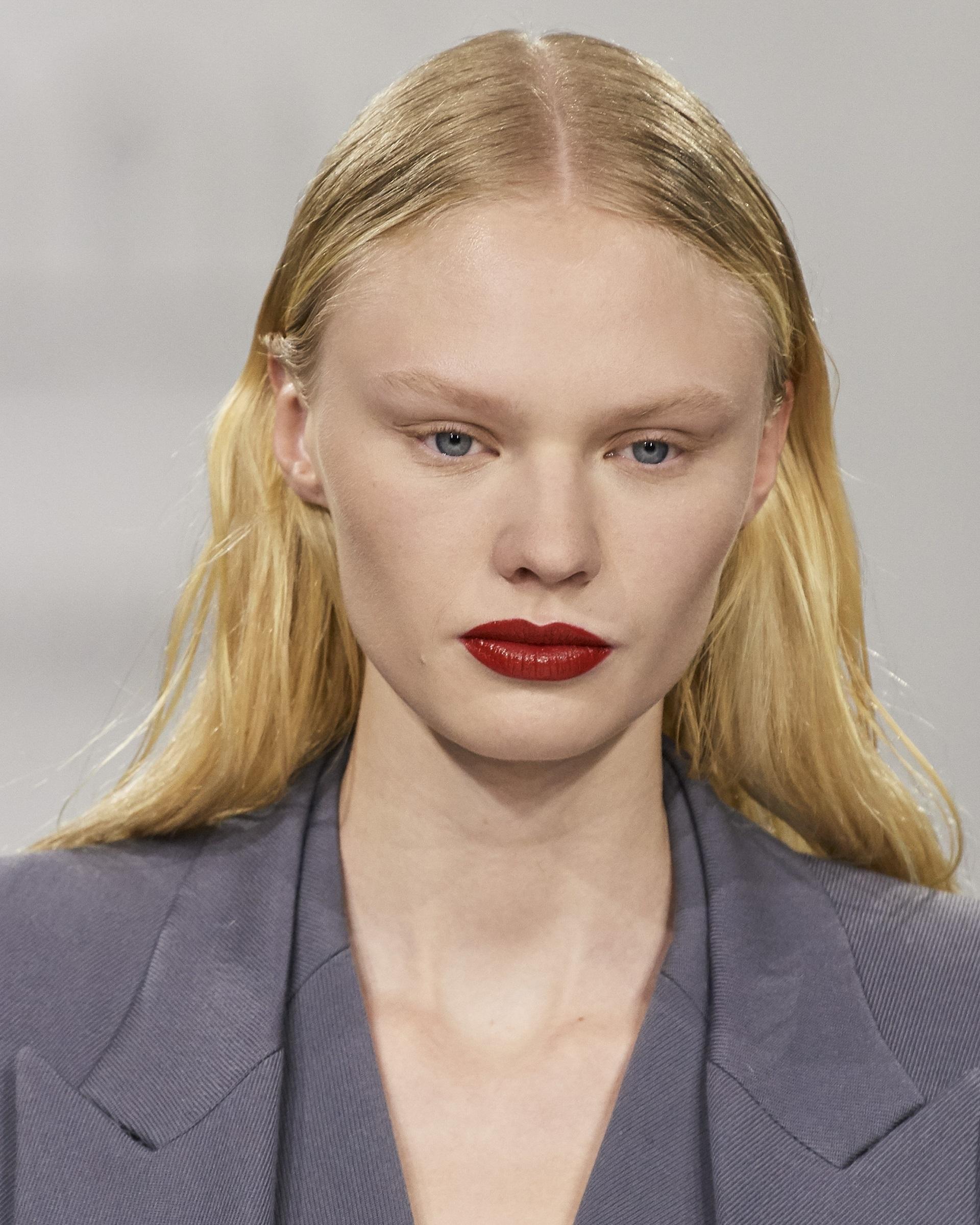 Взгляд в будущее: Лучшие бьюти-образы с Нью-Йоркской недели моды 2021-Фото 7