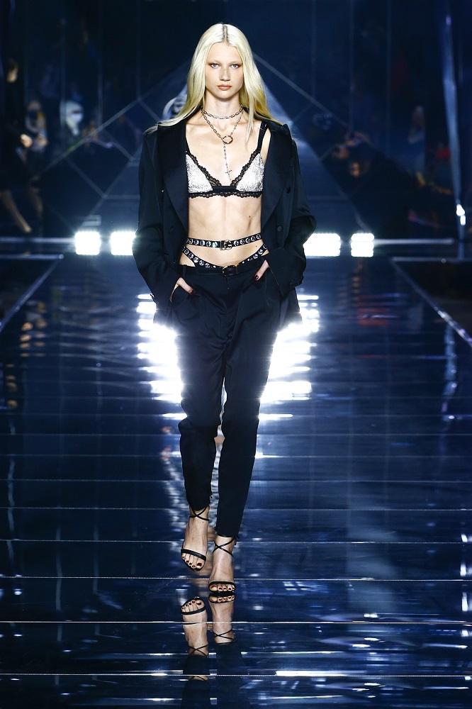 Новая весенне-летняя коллекция Dolce&Gabbana 2022 — там, где прошлое встречается с будущим-Фото 15