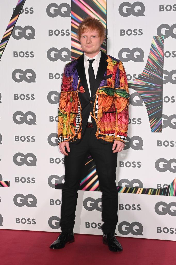 Элтон Джон стилизовал образ Эда Ширана для церемонии GQ Men of the Year Awards-Фото 1
