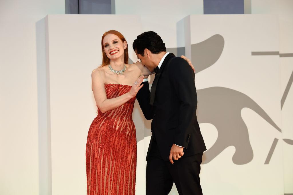 Что это означает: Джессика Честейн и Оскар Айзек демонстрируют нежные чувства на кинофестивале в Венеции-Фото 2
