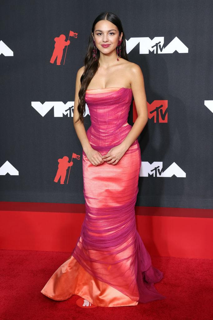 MTV Video Awards 2021: Обзор лучших образов звездных гостей-Фото 8