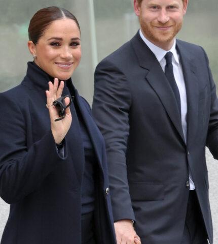 Принц Гарри и МеганМарклсовершили первый публичный выход за 2 года-430x480