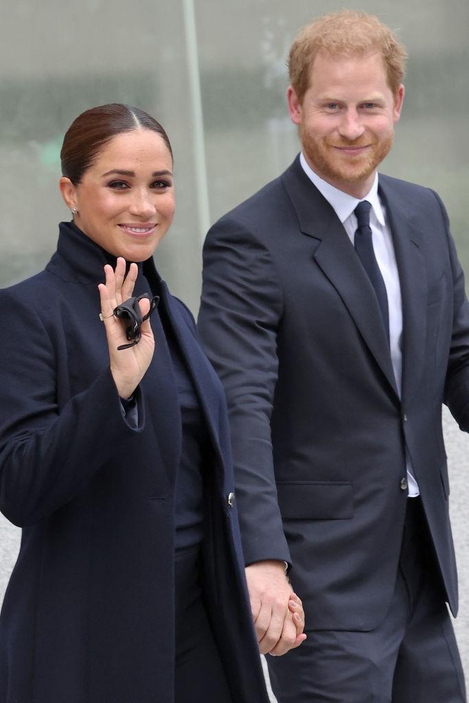 Принц Гарри и МеганМарклсовершили первый публичный выход за 2 года-Фото 1
