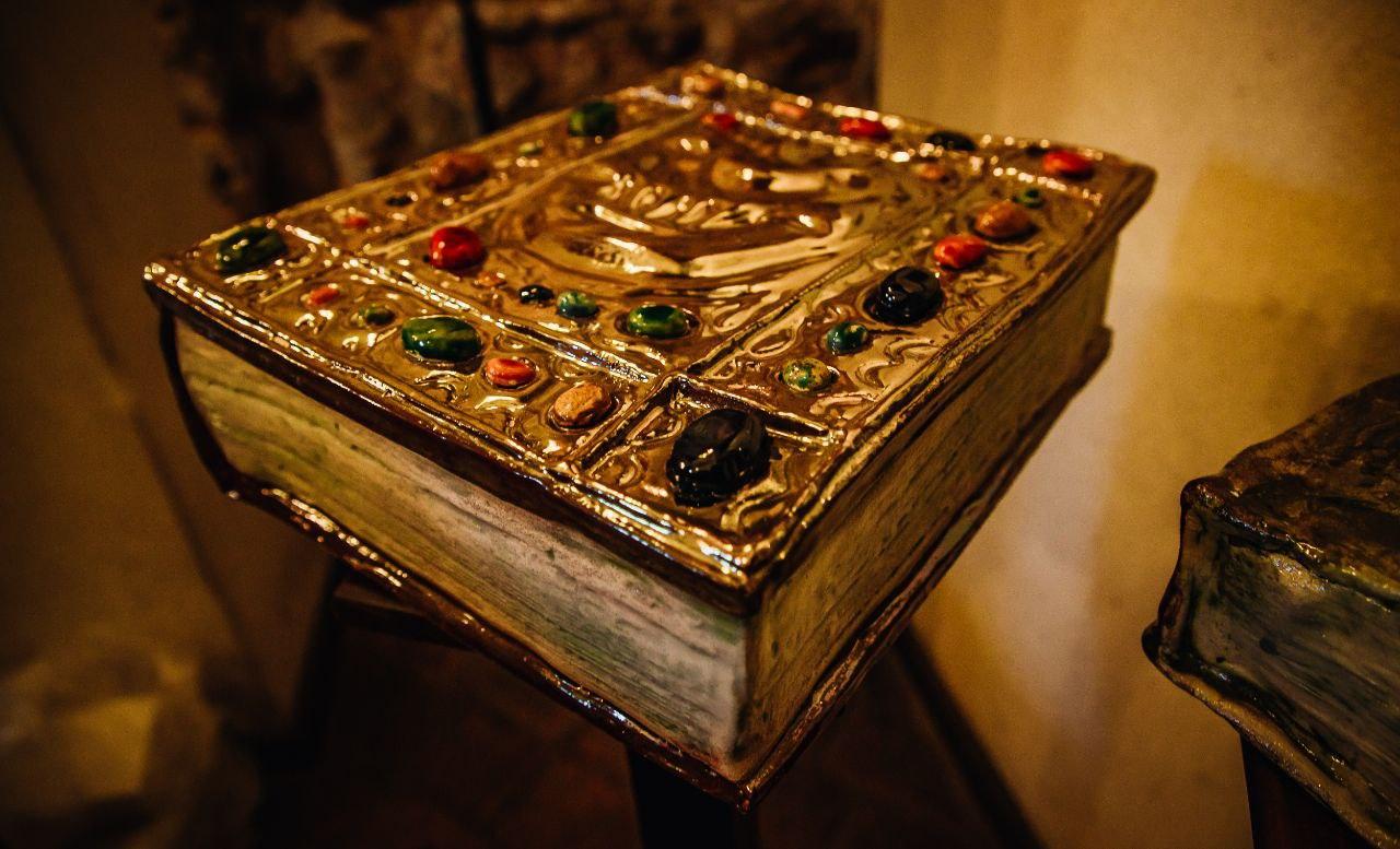 Симбіоз літератури та мистецтва: У київському музеї «Золоті ворота» відкрили арт-виставку «K'niga»-Фото 6