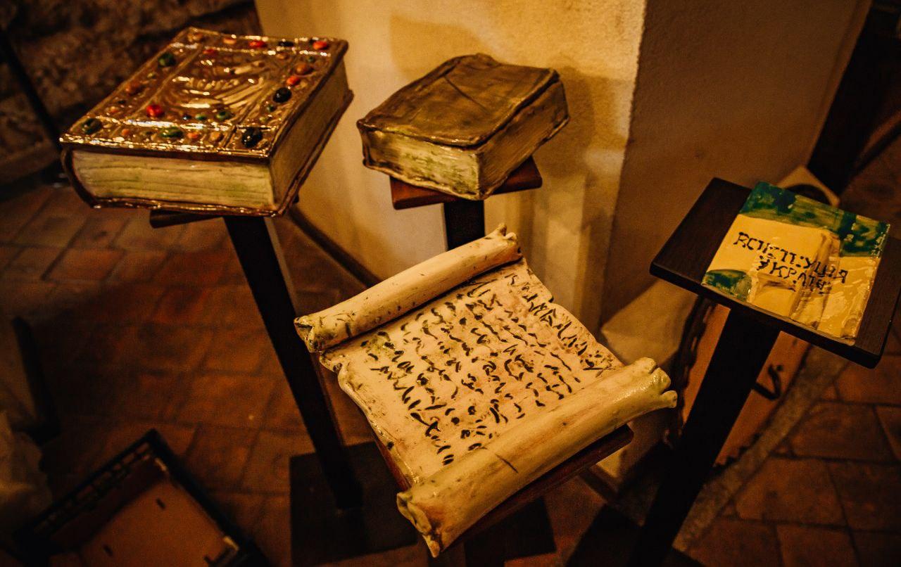 Симбіоз літератури та мистецтва: У київському музеї «Золоті ворота» відкрили арт-виставку «K'niga»-Фото 7