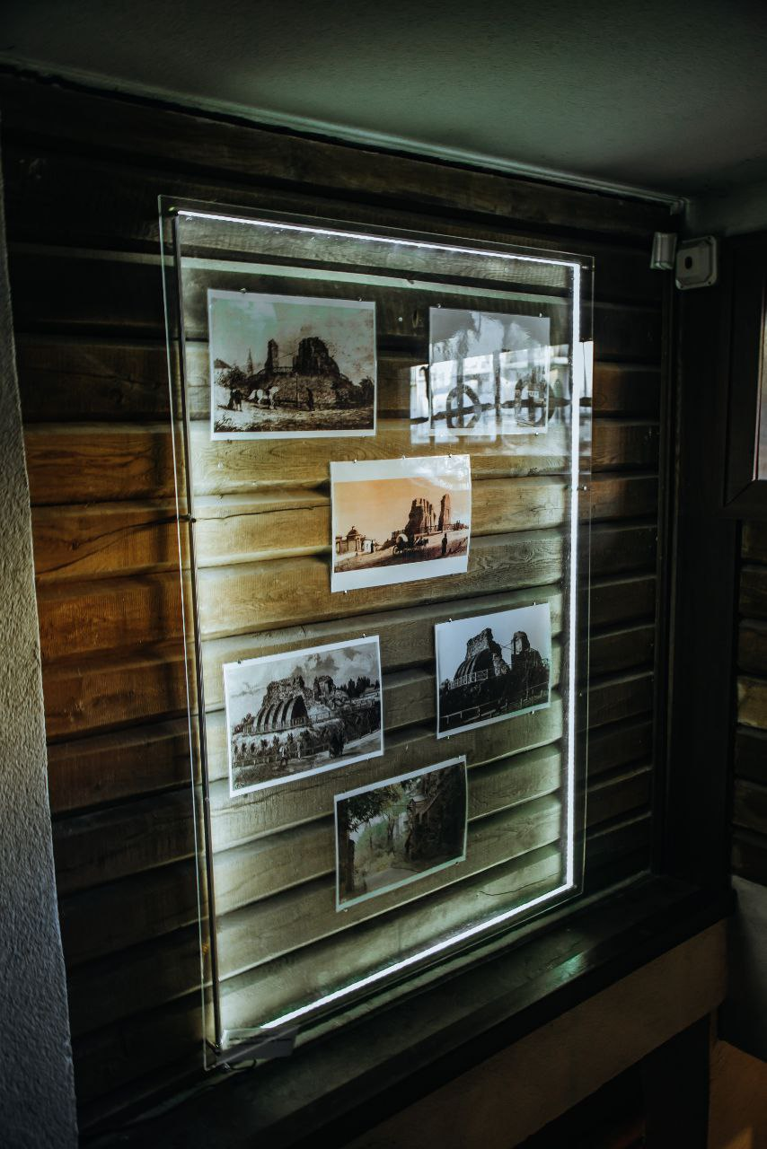 Симбіоз літератури та мистецтва: У київському музеї «Золоті ворота» відкрили арт-виставку «K'niga»-Фото 3