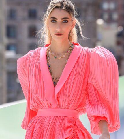Украинский бренд J'amemmeпредставил плиссированные платья-оригами на подиумеNYFW-430x480