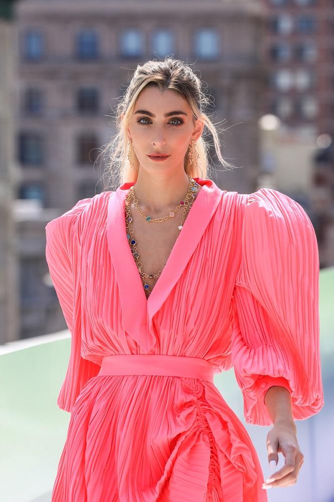 Украинский бренд J'amemmeпредставил плиссированные платья-оригами на подиумеNYFW-Фото 9