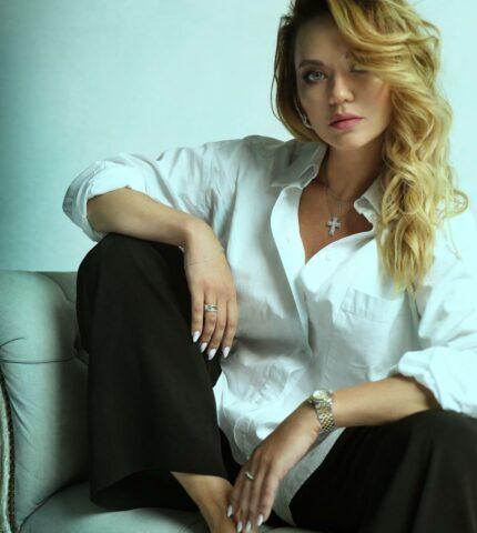 Защищено: Про кар'єру та улюблені ролі: Marie Claire поспілкувався із акторкою Анною Саліванчук-430x480