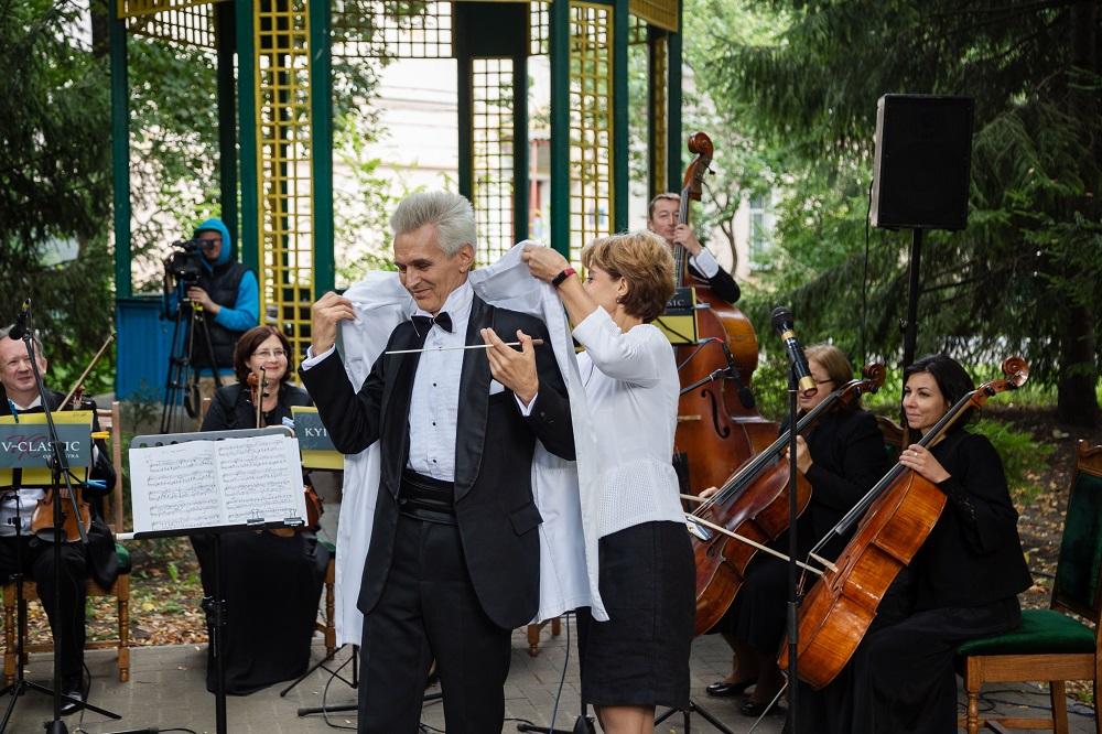 Медики співали, а музиканти лікували: Симфонічний оркестр «Київ-Класик» виступив разом із солістками-працівницями шпиталю-Фото 3