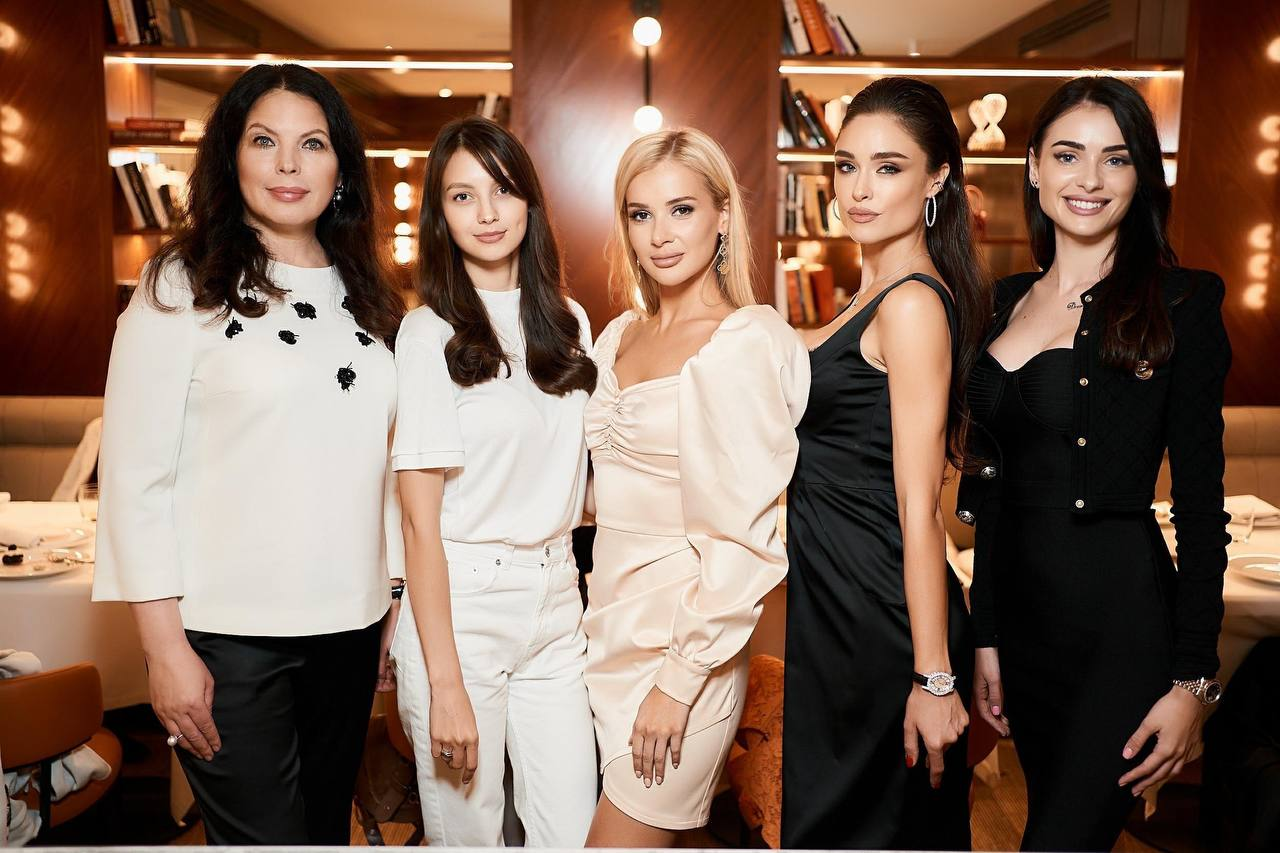 Нову корону вартістю 3 млн доларів для «Міс Україна – 2021» вже привезли до Києва-Фото 8