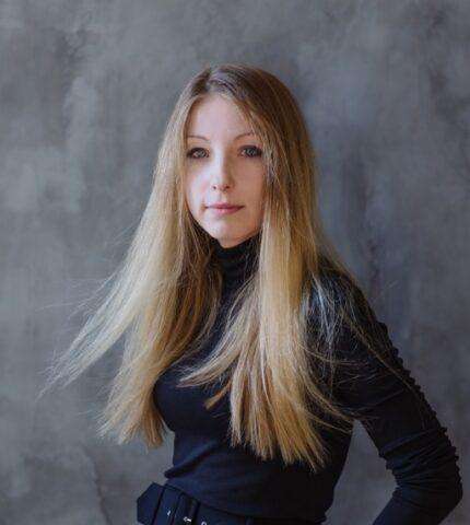 #bookshelfy: Вікторія Амеліна, письменниця, авторка книжок для дорослих та дітей-430x480