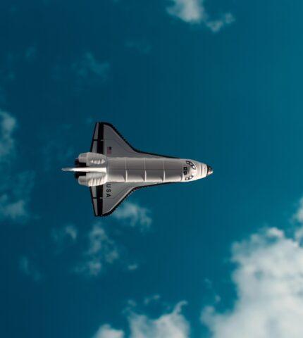 Космос всем: Как прошел первый полет туристической миссии Илона Маска-430x480