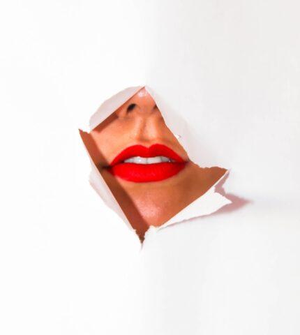 Металлический привкус во рту: 9 причин, почему он может возникать-430x480