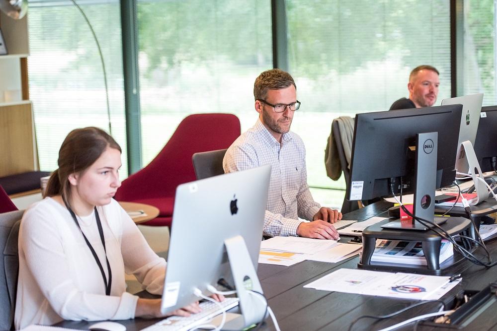 Лайфхаки в офисе: Как стать своим в коллективе-Фото 1
