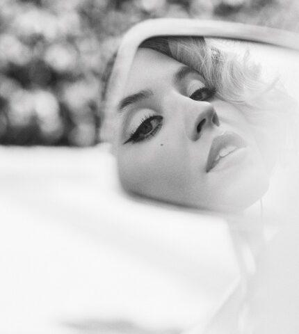"""Звезда """"Эйфории"""" СидниСуинниснялась в образе Анны Николь Смит-430x480"""