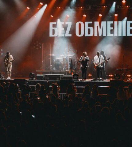 Щиро, душевно, патріотично: Рок-гурт БЕZ ОБМЕЖЕНЬ відіграв великий сольний концерт у Києві-430x480