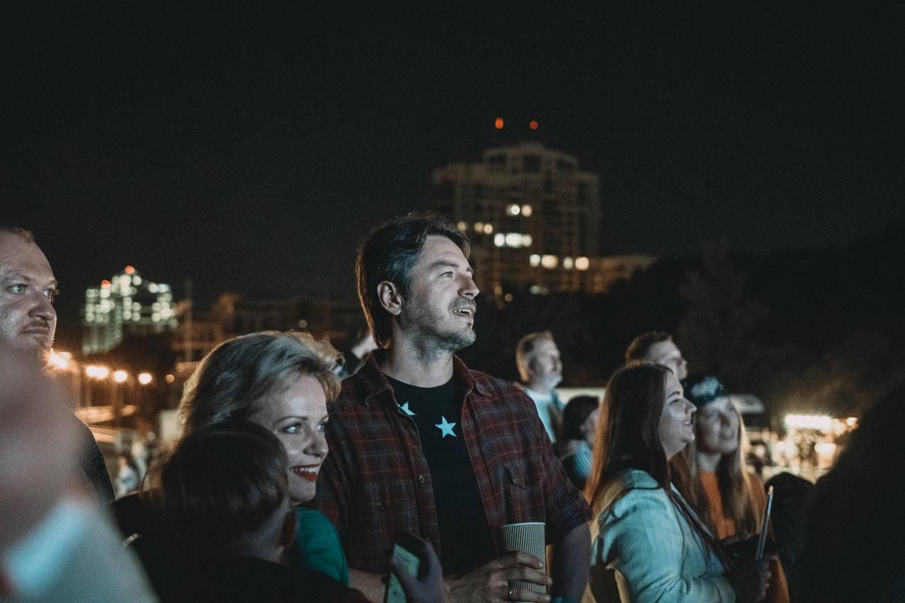 Щиро, душевно, патріотично: Рок-гурт БЕZ ОБМЕЖЕНЬ відіграв великий сольний концерт у Києві-Фото 2