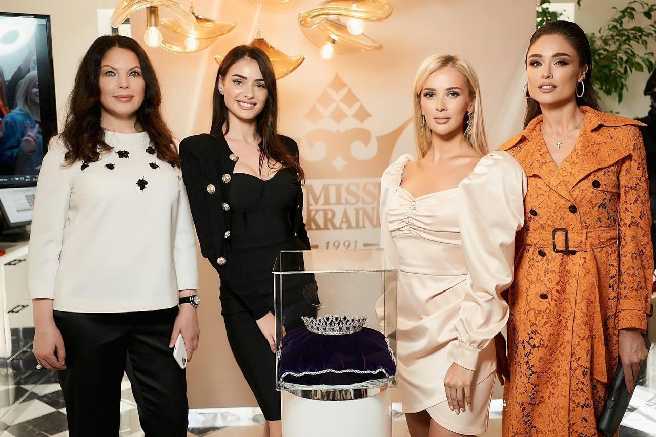 Нову корону вартістю 3 млн доларів для «Міс Україна – 2021» вже привезли до Києва-Фото 1