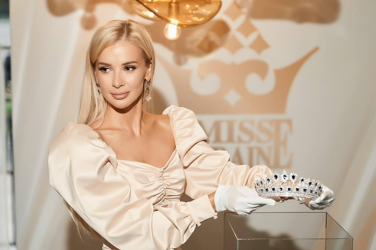 Нову корону вартістю 3 млн доларів для «Міс Україна – 2021» вже привезли до Києва-Фото 7