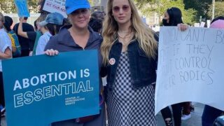 Беременная Дженнифер Лоуренс приняла участие в митинге за право женщин на аборт-320x180