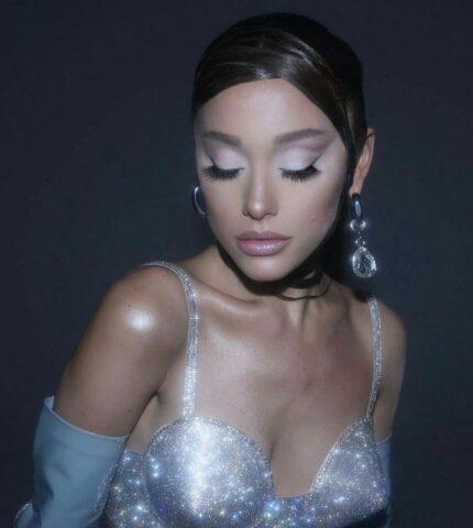 Стало известно, что войдет в линейку декоративной косметики Арианы Гранде-430x480