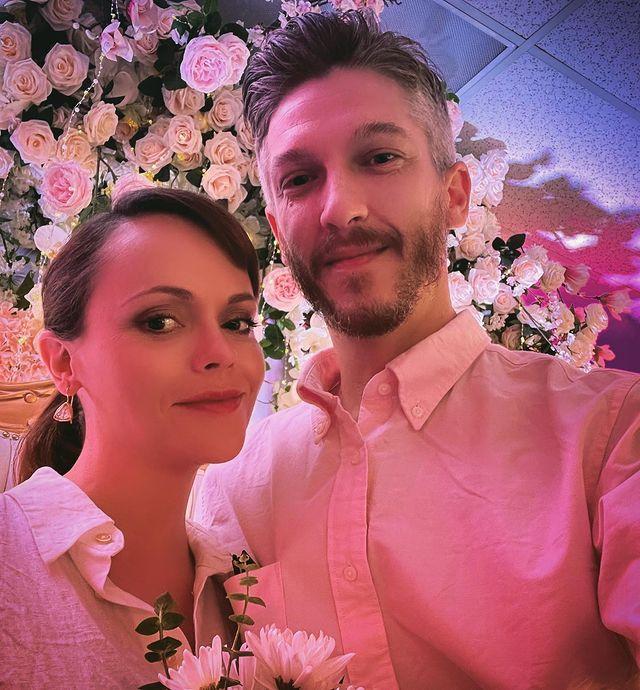 Беременная Кристина Риччи тайно вышла замуж за Марка Хэмптона-Фото 1