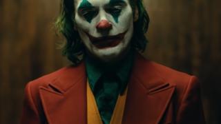 """Хоакин Феникс намекнул на возможностьсиквела""""Джокера""""-320x180"""
