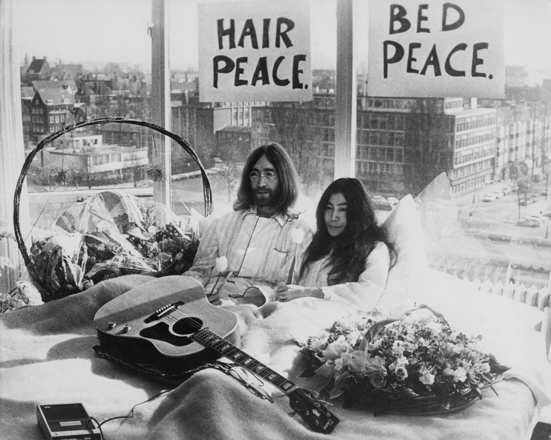 Архивную кассету с песней Джона Леннона и Йоко Оно продали за 60 тысяч долларов-Фото 1