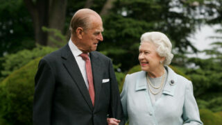 Королева Елизавета II впервые заговорила о принце Филиппе после его смерти-320x180