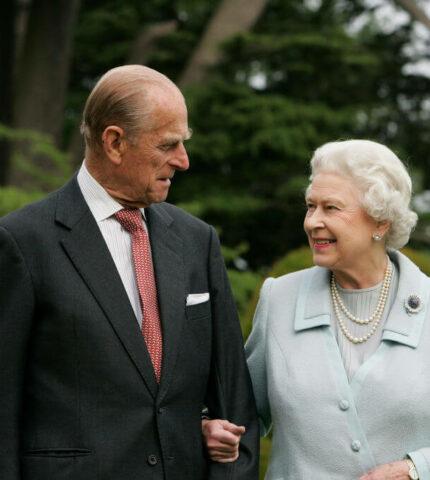 Королева Елизавета II впервые заговорила о принце Филиппе после его смерти-430x480